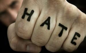 10个令人震惊的关于同性恋仇恨犯罪的统计数字